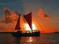 full_moon_sail